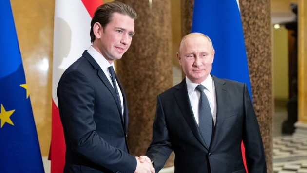 Bundeskanzler Sebastian Kurz und Russlands Präsident Wladimir Putin Anfang Oktober 2018 in St. Petersburg (Bild: APA/GEORG HOCHMUTH)
