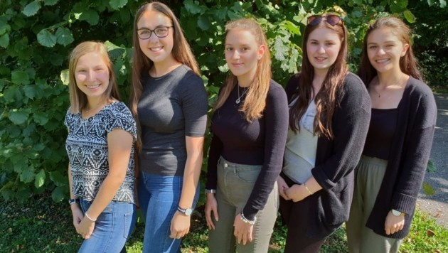 """Julia Wrolich, Lisa Greibl, Nathalie Erlacher, Marlene Mayr und Tamara Krivokuca wollen mit ihrem Maturaprojekt den Kindern im """"Haus Antonius"""" in Treffen helfen."""