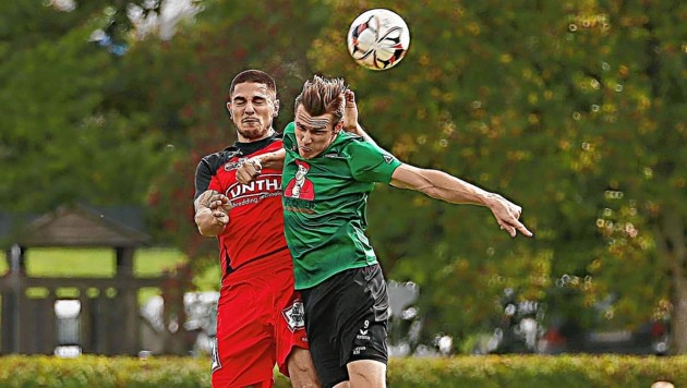 Grünau hofft im Derby gegen den FC Pinzgau auf Tore von Pichler (re.).
