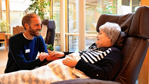 Resi Oberrauch fühlt sich in den Händen von Piet Wolters und seinen Mitarbeitern sehr wohl.