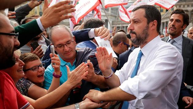 Matteo Salvini lässt sich feiern. (Bild: AP)
