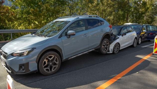 Die Autos verkeilten sich in einander. (Bild: Zeitungsfoto.at/Team)