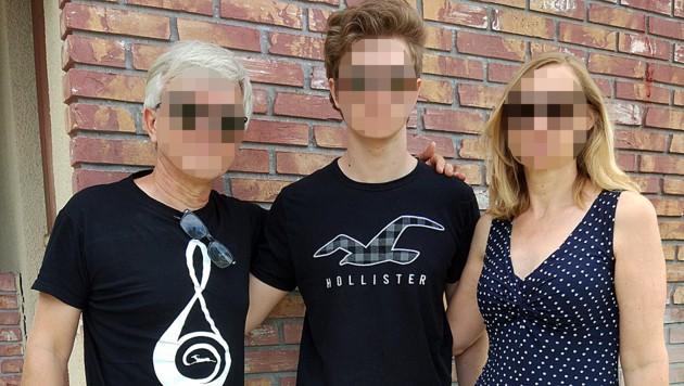 Leo S. (Mitte) mit seiner Familie