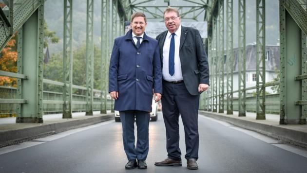 Die Bürgermeister Andreas Rabl aus Wels und Andreas Stockinger (r.) aus Thalheim wollen in zehn Jahren die Bevölkerung über eine Fusion abstimmen lassen.