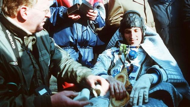Franz Viehböck nach der Landung am 10. Oktober 1991 in der Steppe von Kasachstan (Bild: APA/Wolfgang Wagner)