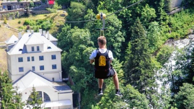 Flying Fox heißt die Attraktion in Gastein: Im Tourismusverband seilten sich auch einige ab