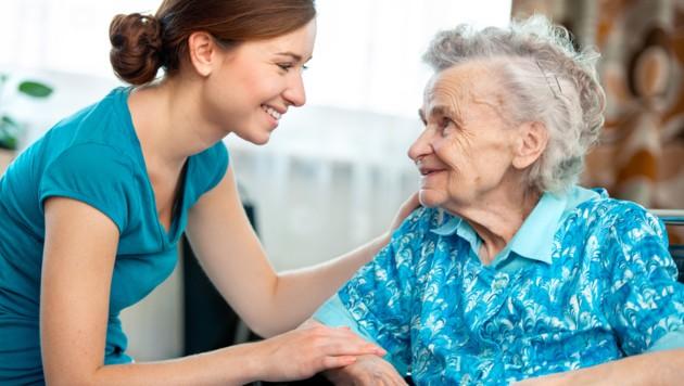 Die Pflege hat in den vergangenen zehn Jahren zehn Milliarden Euro gekostet - Tendenz in den nächsten Jahren steigend. (Bild: stock.adobe.com)