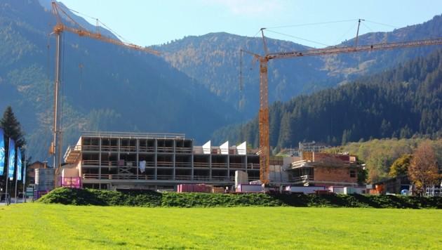 Megabaustelle in Krimml: Das Hotel wird modern, mit viel Glas bzw. Holz und offenen Ausblicken