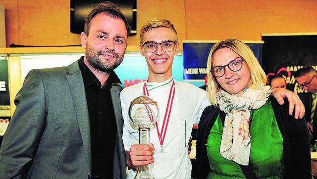Sieger und bester Kochlehrling Daniel Lichtenegger mit Mama Tanja und Lehrherr Fritz Grampelhuber