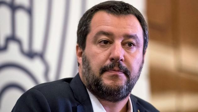 """Italiens Vizepremier Salvini lässt sich von Ratingagenturen """"nicht einschüchtern"""". (Bild: APA/AFP/MLADEN ANTONOV)"""