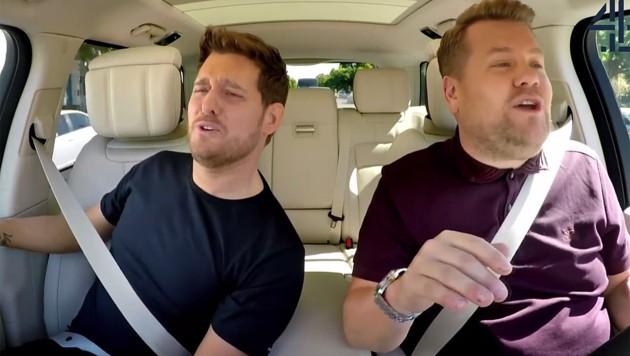 """Für den guten Zweck schmetterten Michael Bublé und James Corden bei """"Carpool Karaoke"""" die Hits des Jazz-Sängers."""