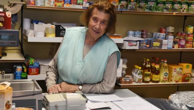 Nur wenige Stunden nach dem versuchten Überfall öffnete Rosa wieder ihren geliebten Laden.