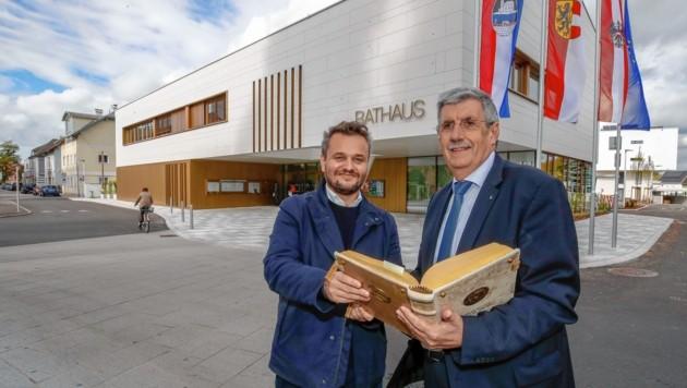 Neues Rathaus in Oberndorf: Architekt Daniel Hora mit SP-Bürgermeister Peter Schröder