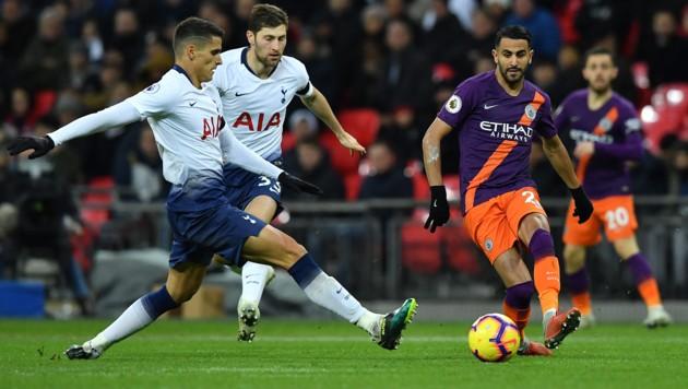 Auch Manchester-City-Star Riyad Mahrez (re.) könnte mit Algerien nach Klagenfurt und St. Veit kommen. (Bild: APA/AFP/Ben STANSALL)