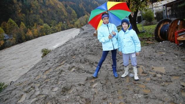 """Lisa (10) und Bruder Maurizio (8) aus Möllbrücke: """"Wir haben jetzt eine Woche schulfrei!"""" (Bild: Uta Rojsek-Wiedergut)"""