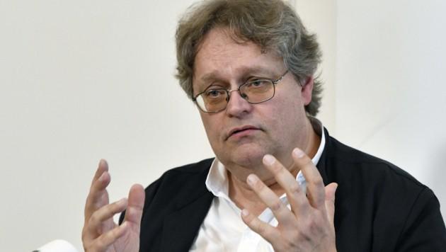 Jurist Peter Kolba ist Obmann des Verbraucherschutzvereins. (Bild: APA/HANS PUNZ)