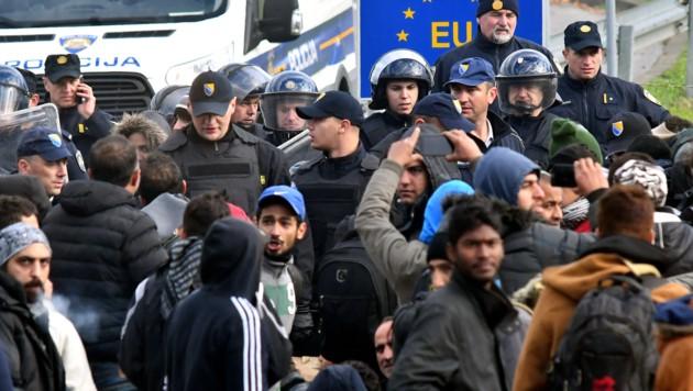 Migranten an der Grenze bei Velika Kladusa am 24. Oktober 2018 (Bild: AFP or licensors)