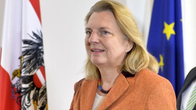 So verteidigt die Außenministerin Nein zum UN-Pakt