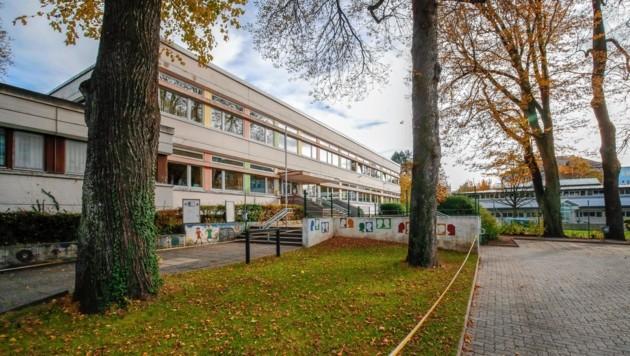 Die Volksschule in der Pestalozzistraße.
