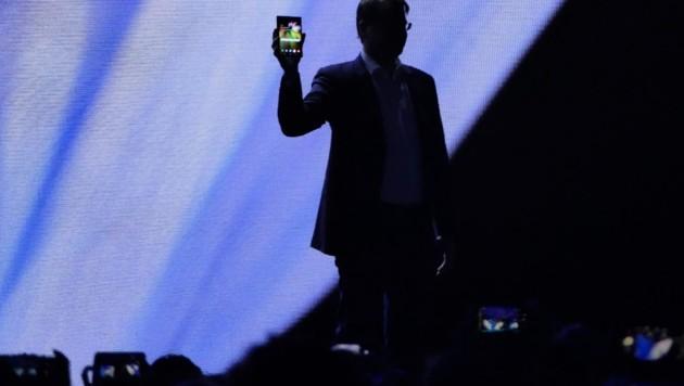 Samsung zeigte in San Francisco ein Gerät, das sich dank flexiblem Display vom 7,3-Zoll-Tablet in ein hosentaschentaugliches Smartphone verwandelt. Mit Geräten für den Endkunden ist 2019 zu rechnen. (Bild: Dominik Erlinger)