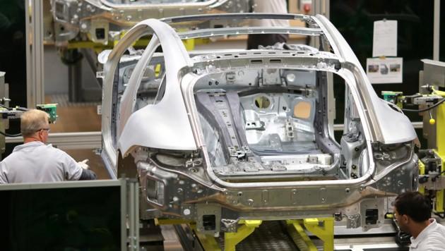 Luxus- und Sportwagen bleiben für Hersteller rentabler. (Bild: APA/dpa-Zentralbild/Jan Woitas)