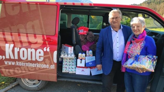 "Bürgermeister Johann Windbichler bedankte sich bei Frau Kastner & ""Krone"". (Bild: Schwab Alexander)"