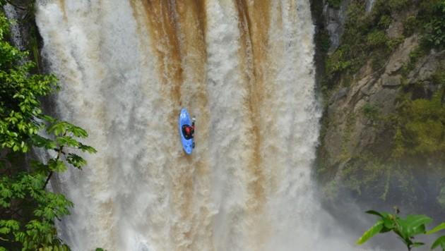 "Paddeln am Limit! Kanute Mario Leitner bezwang den Wasserfall ""Tomata I"" in Mexiko. (Bild: ZVG)"