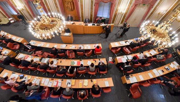 Im aktuellen Landtag sind 21 der 56 Abgeordneten weiblich _ immer noch nicht die Hälfte, aber immerhin. 1979 waren es erst vier Frauen von 56.