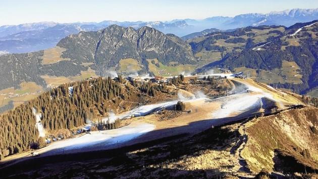 Das Wiedersberger Horn im Alpbachtal wird beschneit.