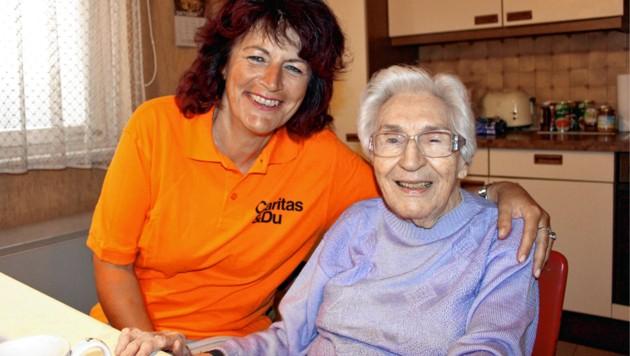 Mit Unterstützung der Caritas lebt die Linzerin Anna-Maria auch mit 100 noch alleine. (Bild: Caritas)