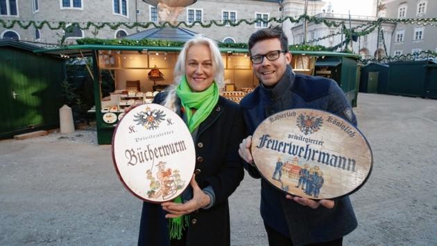 Neuer Stand Heimatkunst: Die Lackners mit K.u.K.-Schildern (Bild: Markus Tschepp)
