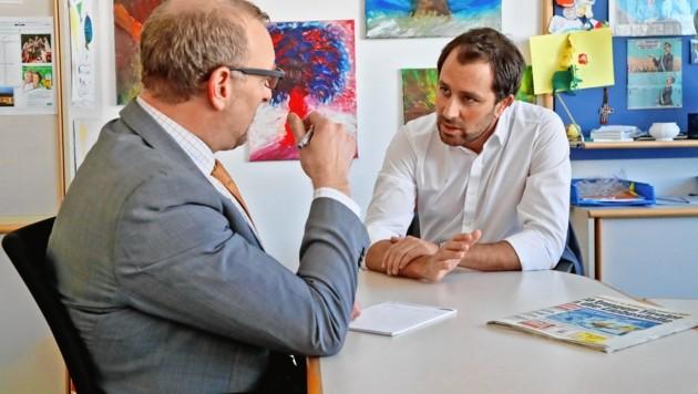 Georg Dornauer im Gespräch mit Markus Gassler (li.) (Bild: Christof Birbaumer)