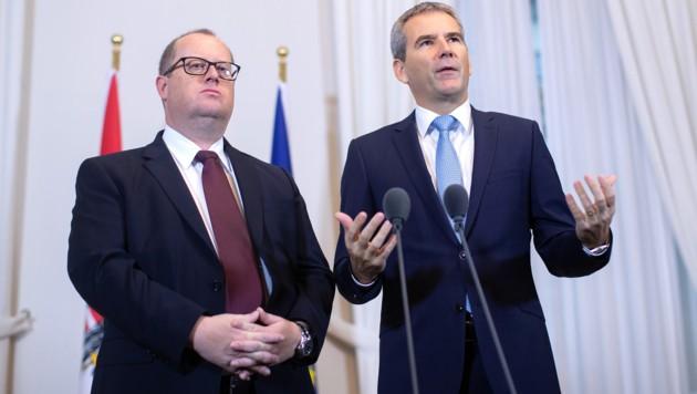 Finanzminister Hartwig Löger (rechts) und sein Staatssekretär Hubert Fuchs (Bild: APA/GEORG HOCHMUTH)