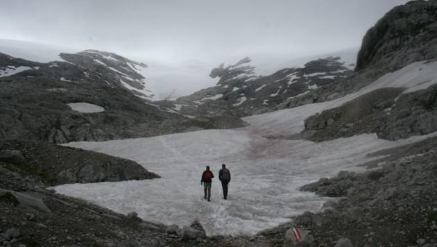 Am Weg zum Hallstätter Gletscher im Jahr 2009. Solche Fotos werden bald (circa 2030) Geschichte sein...