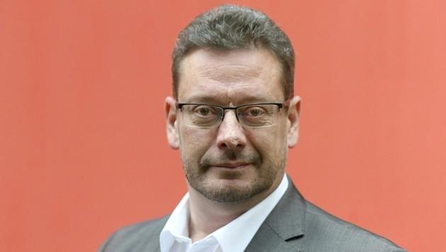 Nach mehr als 13 Jahren an der Spitze der APA-Redaktionen legt Michael Lang seinen Posten als Chefredakteur der Austria Presse Agentur per Jahresende zurück.