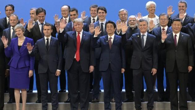 """Das traditionelle """"Familienfoto"""" zum Auftakt des G20-Gipfels in Buenos Aires (Bild: AFP)"""