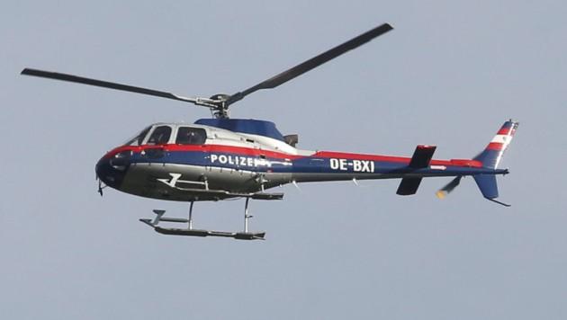 Auch mittels Polizeihubschrauber wurde damals nach den Tätern gesucht (Bild: Kronen Zeitung)