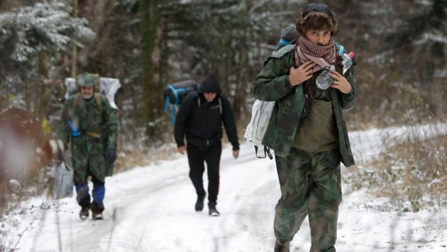 Eine Gruppe von Migranten Ende November 2018 in Bosnien (Bild: AP)