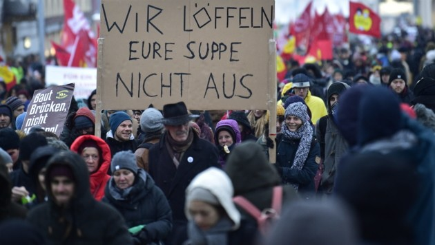 17.000 Demonstranten legen die Wiener City lahm