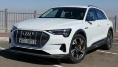 """Audi e-tron, hier beim """"Krone""""-Test in Dubai (Bild: Stephan Schätzl)"""