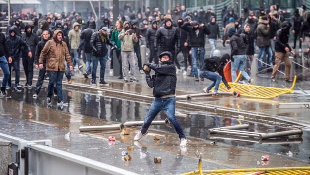 Belagerungszustand im Brüsseler EU-Regierungsviertel (Bild: AP)
