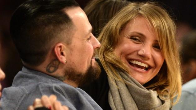 Cameron Diaz lacht mit Ehemann Benji Madden. (Bild: MICHAEL NELSON / EPA / picturedesk.com)