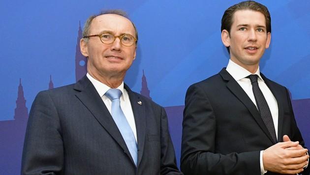 Vorzugsstimmenkaiser Othmar Karas mit ÖVP-Chef Sebastian Kurz (Bild: APA/HANS PUNZ)