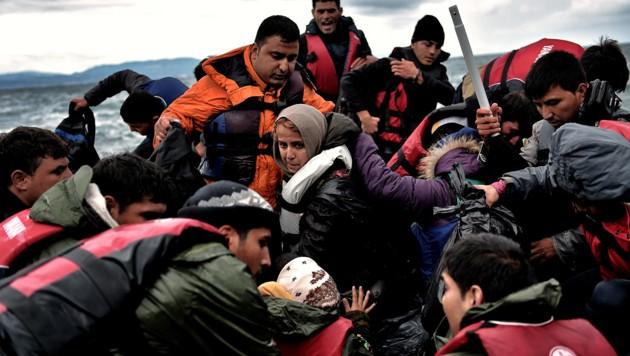 Gerettete Bootsflüchtlinge in der Ägäis (Archivbild) (Bild: AFP)