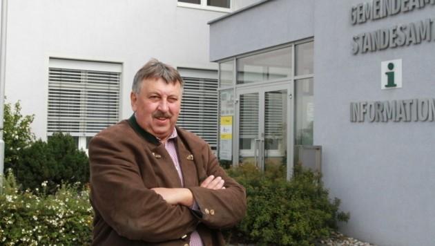 Josef Wiesinger ist seit 22 Jahren Bürgermeister in Dimbach. Er wird dieses Jahr den Chefsessel räumen. (Bild: Christoph Gantner)