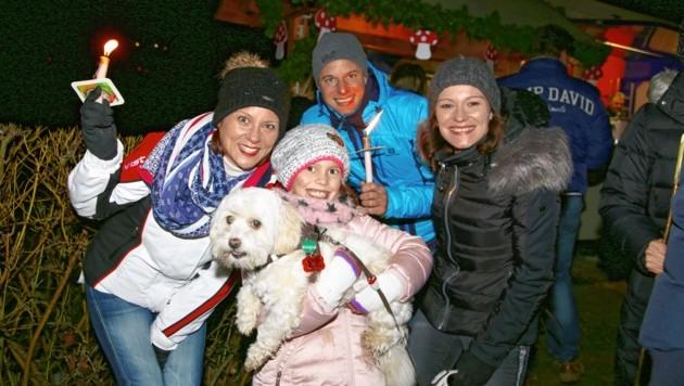 Simone, Isabell mit Malteserhündin Lilly sowie Andreas und Melanie. (Bild: Evelyn Hronek Kamerawerk)
