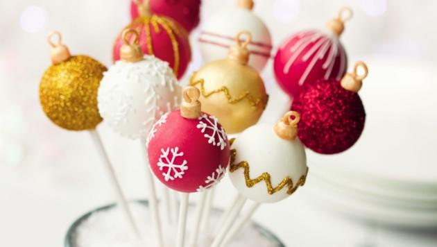 Sehen diese Cake-Pops nicht süß aus? Und sie bestehen rein aus Ihren übrig gebliebenen Keksen. Ein bisschen Frosting plus Verzierung und fertig! (Bild: ©Ruth Black - stock.adobe.com)