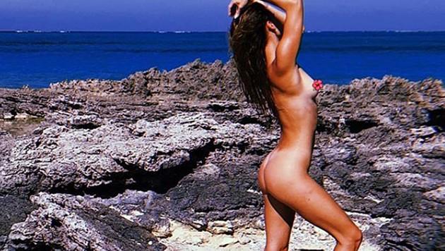 Nina Agdal posiert splitternackt am Strand. (Bild: instagram.com/ninaagdal)