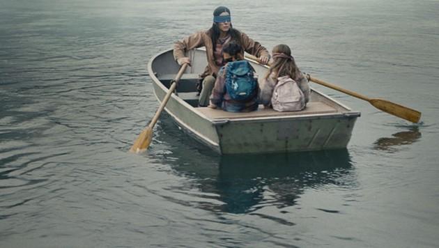 Sandra Bullock flieht vor dunklen Mächten (Bild: Netflix)