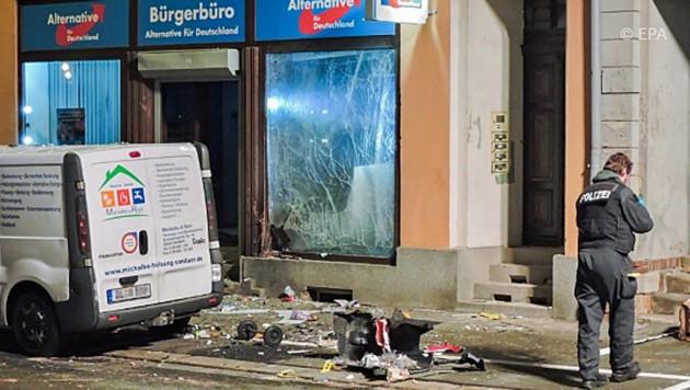 Das AfD-Büro im sächsischen Döbeln nach der Explosion (Bild: dpa)